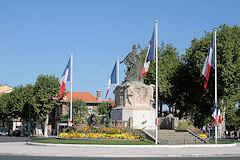 Arcachon le monument à l'entrée de la ville