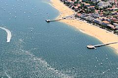 Vue aérienne d'Arcachon et des jetées Thiers et Eyrac