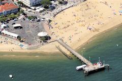 Arcachon photo aérienne de la jetée Eyrac et de la plage -   33-bordeaux.com