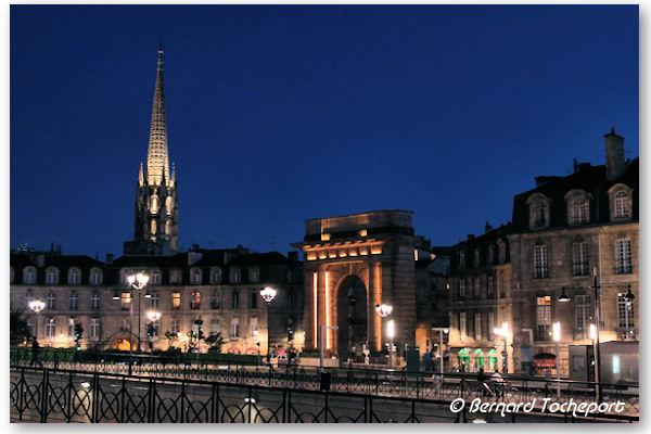 Bordeaux clairage de la porte de bourgogne et fl che saint for Porte 15 bordeaux