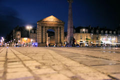 Photo de Bordeaux la nuit : place de la Victoire