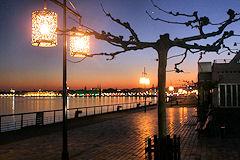 Bordeaux la nuit tour de ville des monuments clair s - La table du quai bordeaux ...