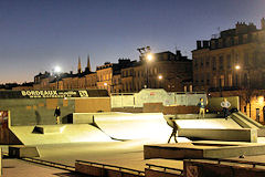 Photo de Bordeaux la nuit : le Skate Park