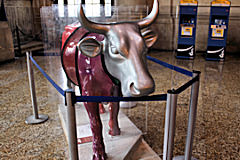 Cow Parade Bordeaux : vache Cownexions, hall Gare Saint Jean