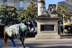 Cow Parade de Bordeaux : Cow Graffiti, place Camille Julian