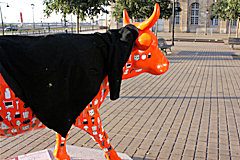 Cow Parade de Bordeaux : Cow Lait Oeufs place Jean Jaurès