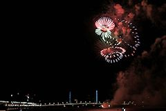 Symposium fireworks bordeaux 2015 - feu d'artifice Ruggieri sur la Garonne | photo 33-bordeaux.com