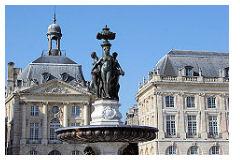 Bordeaux Fontaine Des 3 Graces Place De La Bourse Photos Et