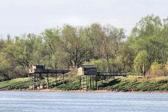 Cabanes de carrelets sur les berges de la Garonne | Photo 33-bordeaux.com