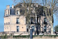 Croisière de Bordeaux à Blaye - Château en bordure de  Garonne | Photo 33-bordeaux.com