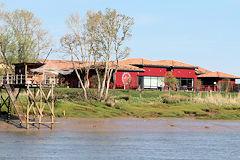 Ponton et belle demeure en bordure de Garonne | Photo 33-bordeaux.com
