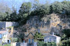 Croisière de Bordeaux à Blaye - vue sur une maison troglodyte | Photo 33-bordeaux.com