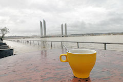 Un bon café pendant les crues de la Garonne  à Bordeaux -  photo 33-bordeaux.com