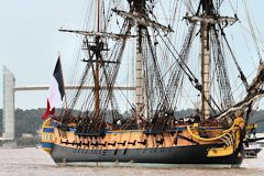 L'Hermione devant le pont Chaban Delmas -  photo 33-bordeaux.com