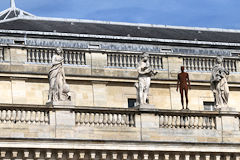 Muses, déesses et sculpture d'Antony Gormley au balcon du Grand Théâtre de Bordeaux | Photo 33-bordeaux.com
