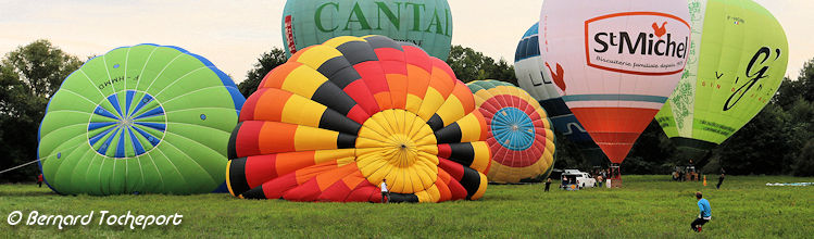 Photo panoramique gonflages de ballons aux montgolfiades de Saint Emilion 2016