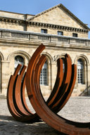 La cour du Palais Rohan et sculpture de Bernar Venet | Photo 33-bordeaux.com