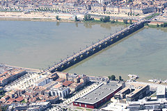 Photo aérienne pont de pierre et place Stalingrad