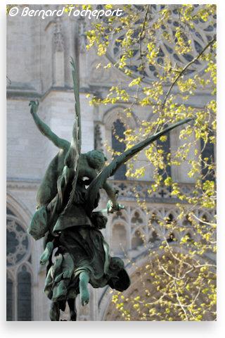 http://www.33-bordeaux.com/places/jean-moulin/images/gloria-victis-09.jpg