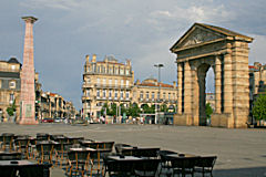 Bordeaux terrasses, porte d'Aquitaine et colonne Theimer | Photo Bernard Tocheport