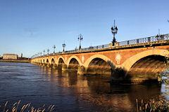 Ponts de bordeaux pont de pierre le premier pont de la ville - Les ponts de bordeaux ...