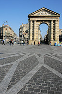 Mosaique de pavés place de la Victoire et la porte d'Aquitaine