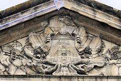 Coté rue Sainte catherine, le fronton de la porte d'Aquitaine - photo 33-bordeaux.com