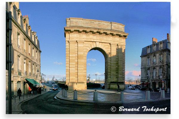 Bordeaux vue depuis le cours victor hugo la porte de for Porte de garage bordeaux
