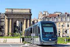 Tram et porte de Bourgogne -  photo 33-bordeaux.com