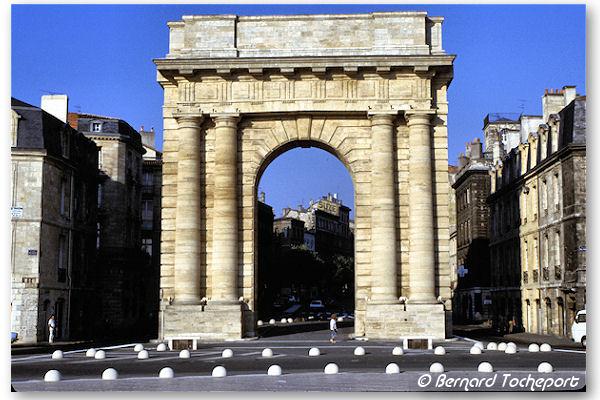 Bordeaux les anciens plots de la place bir hakeim devant for Porte quinze bordeaux