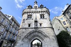 Les portes de bordeaux la porte cailhau for Porte cailhau